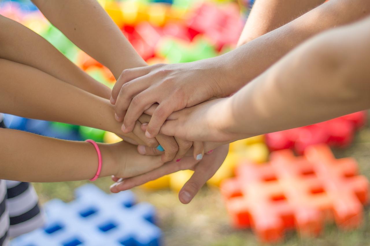 helping_hands.jpg?mtime=20190904151832#asset:10211
